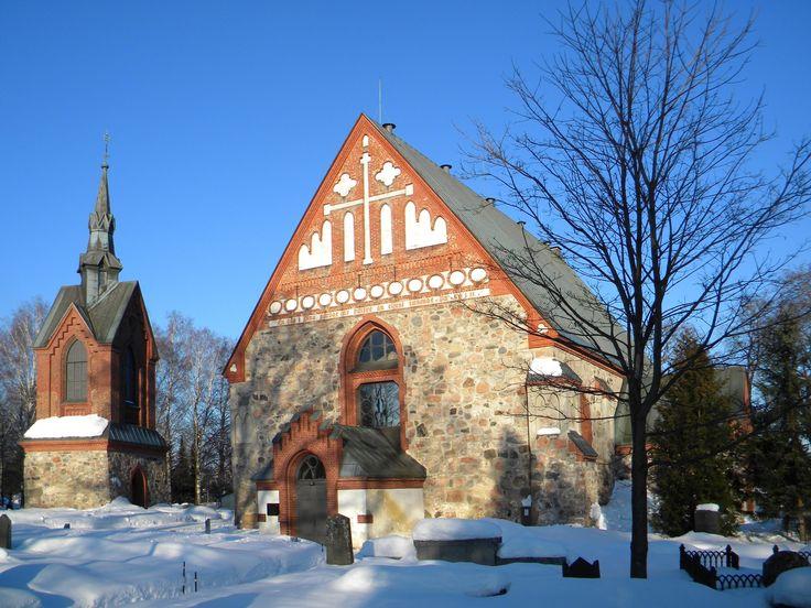 Pyhän_Laurin_kirkko_Helsingin_pitäjän_kirkko_Saint_Lawrence_Church_Vantaa_Finland_in_winter.jpg 3,648×2,736 pixels