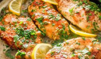 İtalyan mutfağından leziz ve kolay bir tarif Tavuklu Piccata. Bu tarif, bir yemeğin lezzetli olması için inanılmaz farklı ve fazla malzeme olmasına gerek olmadığının gayet açık bir kanıtı! #italyan #yemekleri #ev #yapımı #tavuk #fırında #soslu #limonlu #mutfağı #dünya #pratik #leziz #sağlıklı #yemekler #tarifler #tarifi