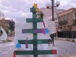 Αποτέλεσμα εικόνας για χριστουγεννιάτικα δέντρα από ανακυκλώσιμα υλικά