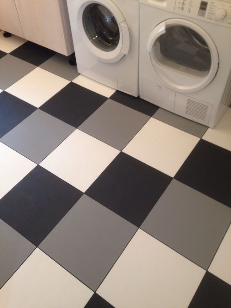 Just made a laundry room with Bergo Elite Graphite Grey, Stone Grey and True White. Joint strip in between the tiles. It took only app 30 min :-).  Nylagt golv i en tvättstuga med Bergo Elite Graphite Grey, Stone Grey och True White. Foglist mellan plattorna. Det tog bara ca 30 min :-).