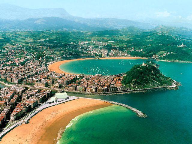 Rezultatele căutării de imagini Google pentru http://puzzles-games.eu/data/media/13/San-Sebastian-Donostia-Spain-Seacoast-Landscape.jpg