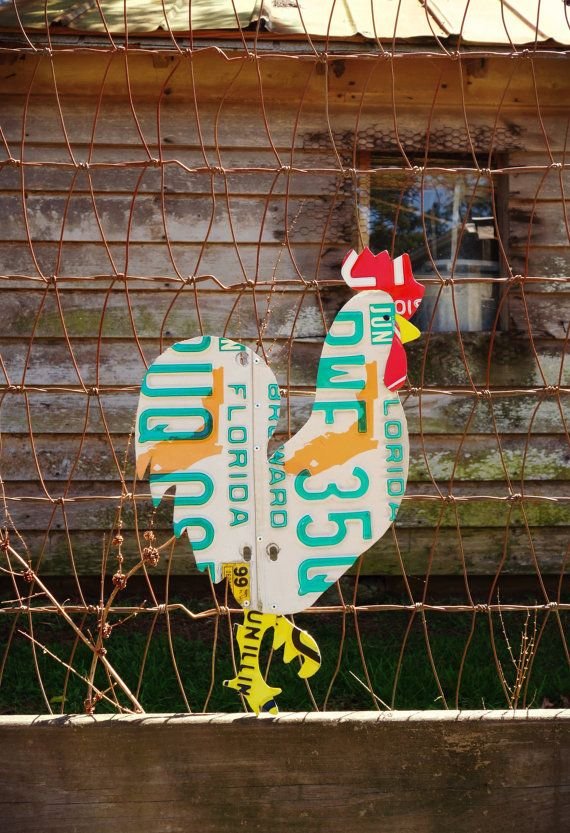 This chicken is constructed from Florida license plates and creates an eye catching and unique addition to any wall, garden, or chicken coop.
