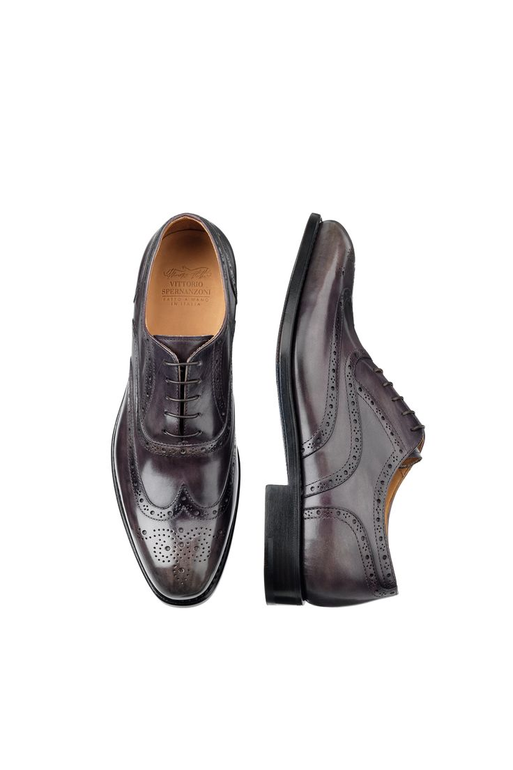 Euston zinco anticato. Oxford Wing Brogue, five-hole lace-up shoe for men. Classic shoe with close fastening, the Oxford has always been considered formal and smart and it can't be missing in a style man wardrobe.