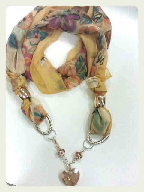 Great scarf designs  Foulard gioiello