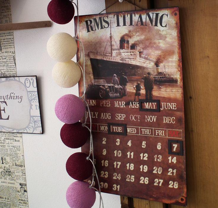 Kombinace plechové dekorativní cedule s kalendářem s motivem TITANIC. http://www.Niels-Decor.cz