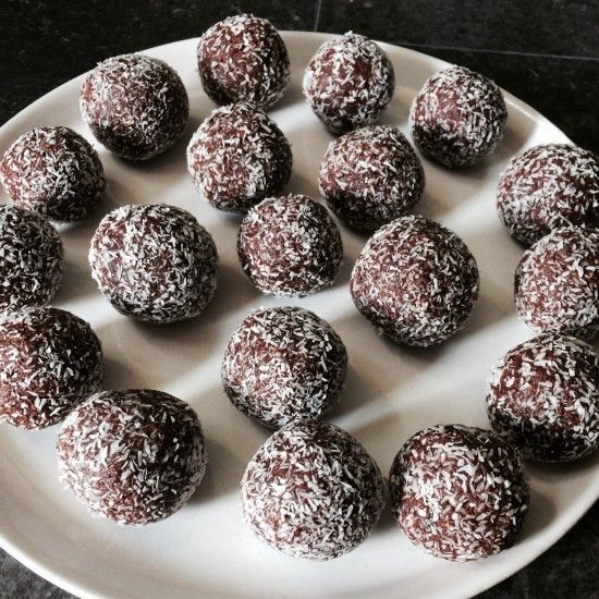 Raw date and almond balls.   Gluten free, dairy free, sugar free, raw, snacks, healthy, cacao balls,