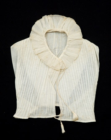 Chemisette, 1800-1825. Snowshill Wade Costume Collection, Gloucestershire. National Trust Inventory Number 1349950