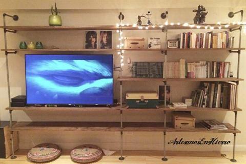 Muebles y accesorios en madera y hierro Estantería industria modelo Pipe Foto: Artesanos en Hierro