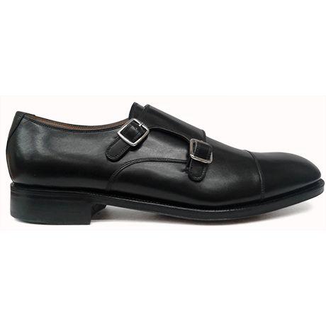 Zapato de doble hebilla con puntera recta en color negro de Yanko vista lateral