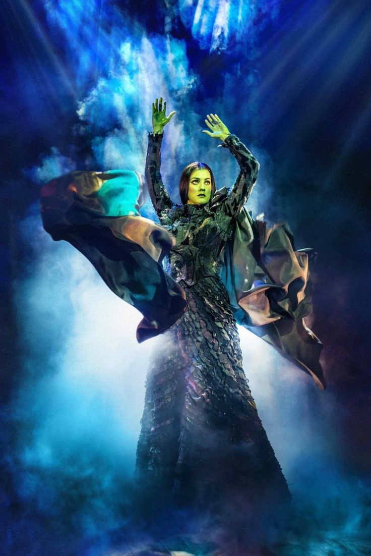 New photos of Alice Fearn and Sophie Evans in Wicked released | LondonTheatre.co.uk