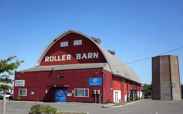 Omg i cant belive i found this!!!!! The roller barn!!! I remember having & going to birthdays here.. In Oak Harbor, WA :)