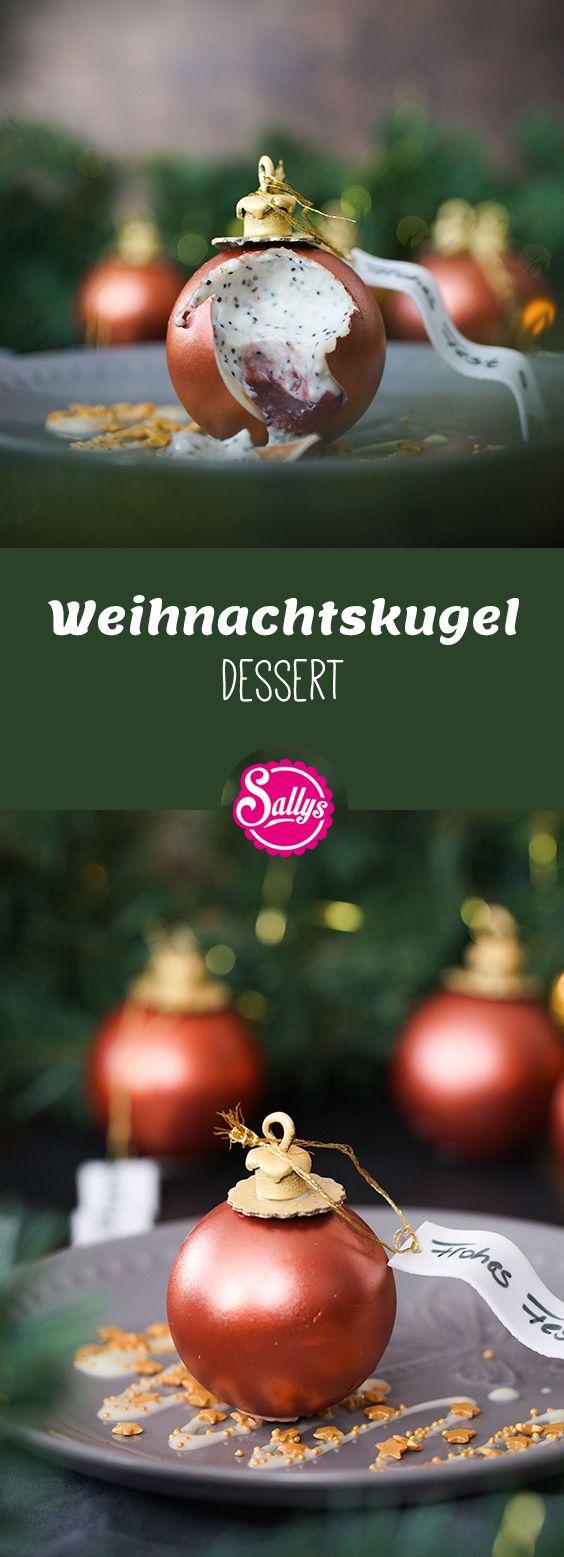 Auf den ersten Blick sieht die Tannenbaumkugel täuschend echt aus. Die Kugel besteht aus weißer Kuvertüre und ist mit Lebensmittel Metallicspray eingefärbt. Im Innern ist eine Marzipanmousse mit einem leckeren Pflaumenkompott. Das perfekte Dessert zu Weihnachten!