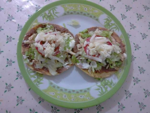 Tostadas de Pollo a la Mexicana (Leyenda del Tlacuache y el Fuego)