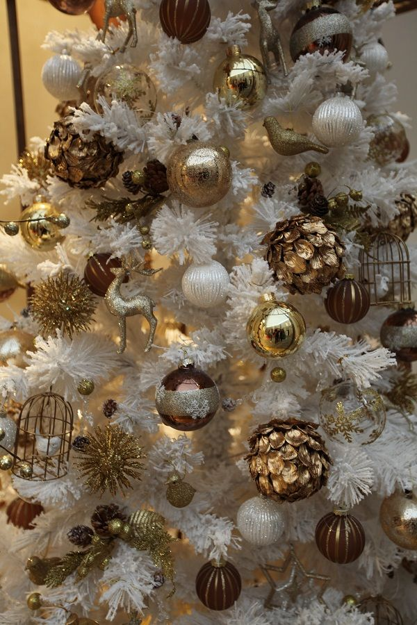 Best 25 brown christmas decorations ideas on pinterest for White and gold tree decorations