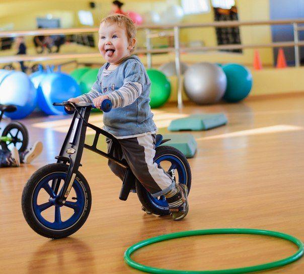 Беговел – велосипед без педалей и польза для здоровья.