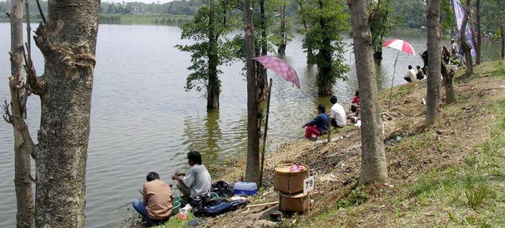 Pemilihan spot memancing merupakan kunci awal untuk suksesnya memancing, baik itu mancing di laut (saltwater) atau di perairan darat (freshwater).
