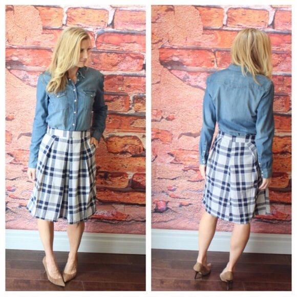 """Navy Plaid Pleated Skirt REPOSH. Worn once. In perfect condition. MEASUREMENTS LAYING FLAT: waist 15""""; length 23"""". Skirts"""