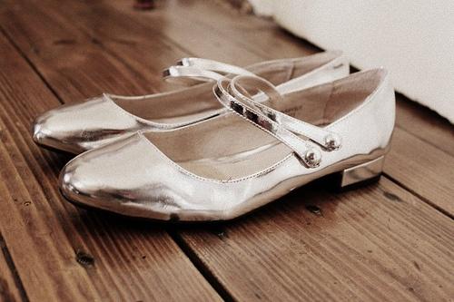 silver dancin shoes: Silver Dancin, Pretty Shoes, Shoes Lust, Heels Three, Shoes Lovers, Silver Shoes, Mom Sprays, Shoes Lurrrrv, Dancin Shoes