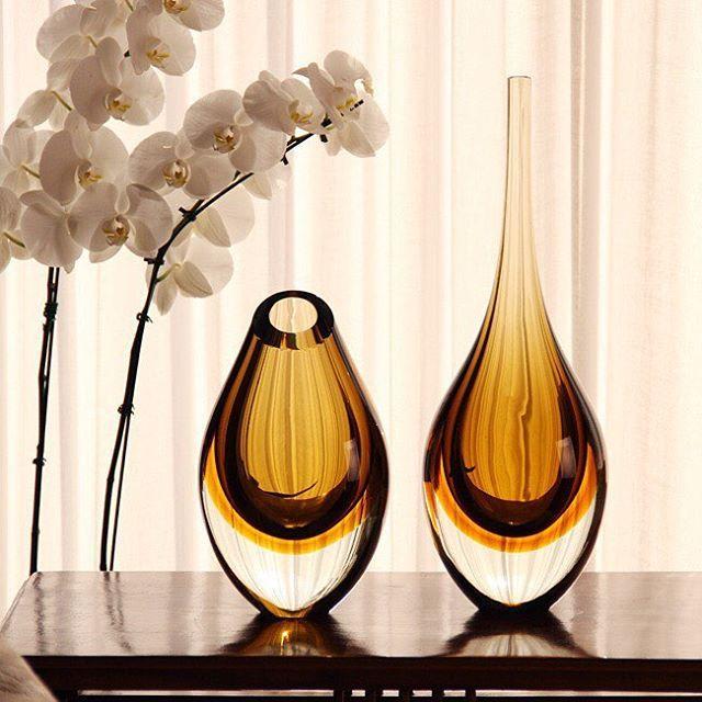 Gotas Fumê com Âmbar da @cristaiscadoro! #cristaiscadoro #murano #decoracao #homedecor #instahome #instadecor #decor #decoracaodeinteriores #decoracaodesala #decoration #glass #vaso #home #presentes