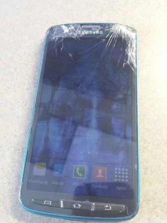 #Tecnologia Un Galaxy S4 Active sobrevive a un accidente con cortadora de cesped ,