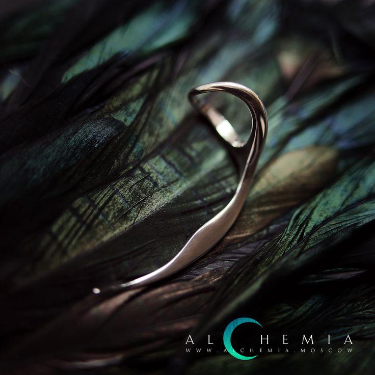 Кольцо «Коса» из коллекции «Зубы». Выполнено из серебра 925 пробы.