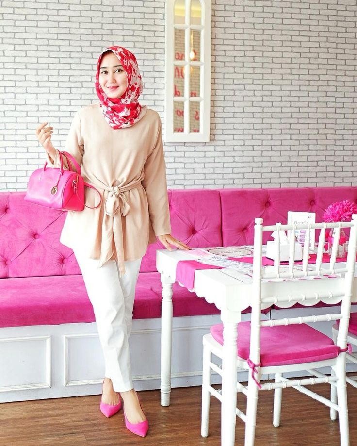 Good morning from @omdc_official  Love how my hijab, bag and kitten heels matched the interior