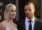 Track star Oscar Pistorius in custody after model girlfriend's shooting death