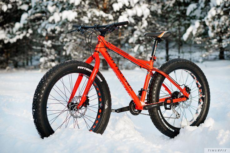 Winter cycling. FAT BIKE Bottecchia Senales. Photo by Timurpix.