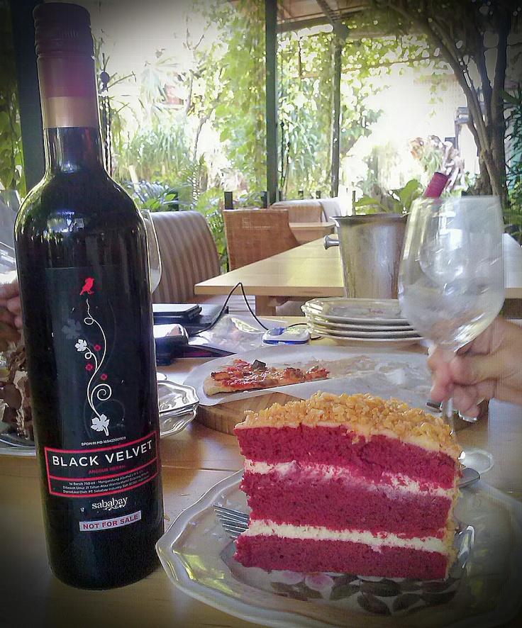 Sababay Black Velvet red wine with Red Velvet cake