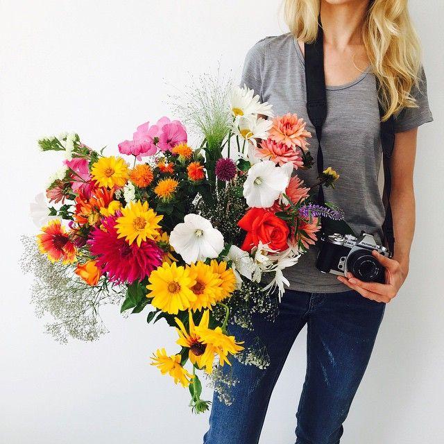 Kto by pomyślał, że prowadzenie bloga i pisanie książki będzie ode mnie wymagało umiejętności florystycznych. A jednak! :) #flowersformyreaders #mondaymorning #mybook #lovetobeaphotographer @olympus_polska #polnekwiaty