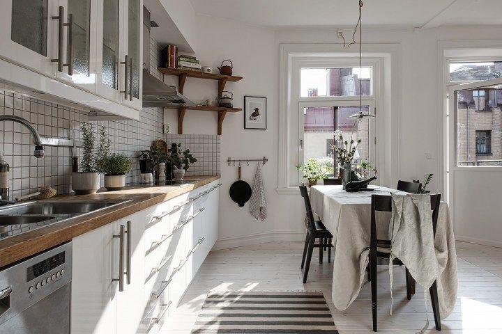 Скандинавский стиль декора свежие цветы, украшающие с растениями и мелкими белыми цветами, украшенные полы нейтральный декор белый декор блог Nordic украшения
