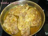 Costeletas de porco com caril & mel a acompanhar com arroz de açafrão