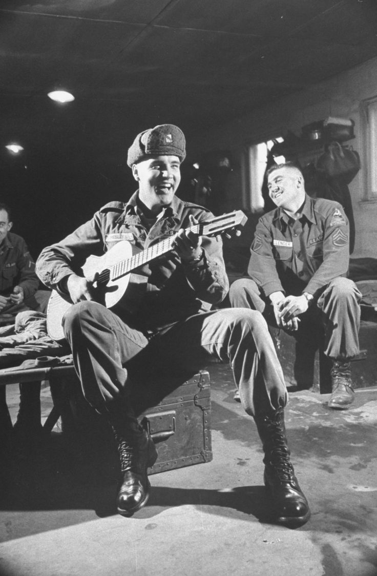 Elvis plays guitar for army friends in Grafenwoehr on Nov 28th,1958