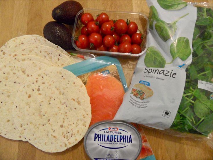 Gezonde wraps met gerookte zalm, spinazie, avocado, tomaat en philadelphia!