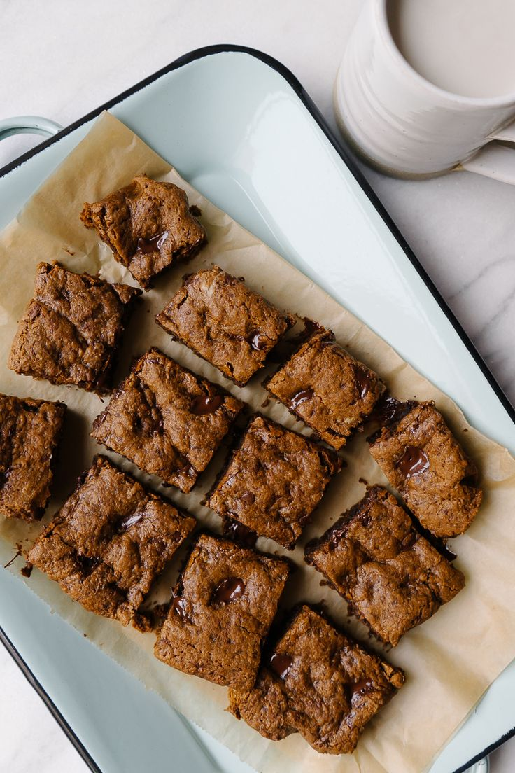 Simply Saturday | Dark Chocolate Chunk Molasses Blondies by Faring Well #vegan #recipes