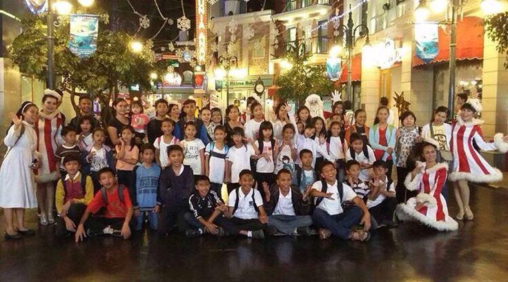 Menyambut hari raya Natal, Kawasan Terpadu Trans Studio Bandung berbagi kebahagiaan bersama anak-anak panti asuhan untuk merasakan pengalaman seru yang tak terlupakan di Trans Studio Bandung, Trans Studio Mall, The Trans Luxury Hotel dan Ibis Trans Studio Bandung.  #sharinghappiness #csr #transstudiobandungcomplex