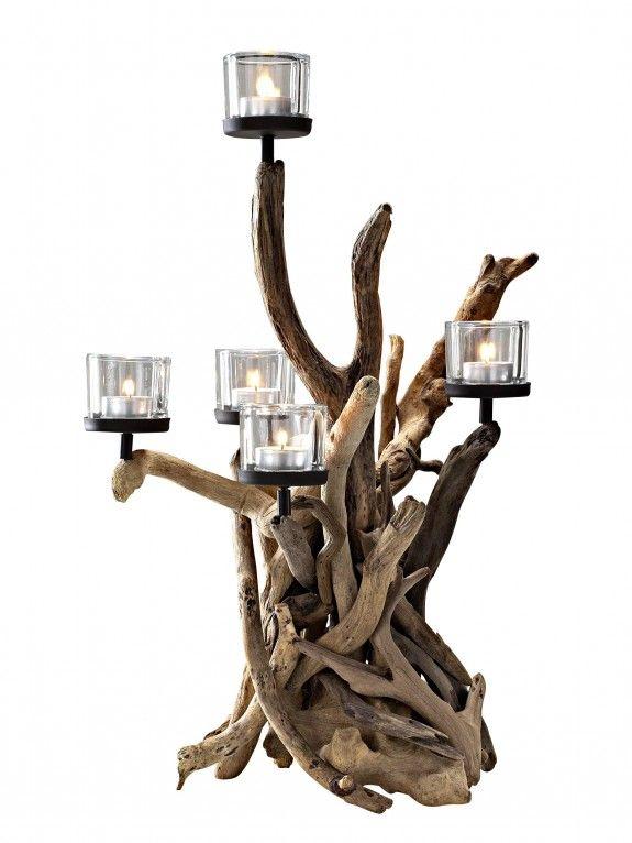 Deko aus Holz: Jedes Exemplar dieses außergewöhnlichen Treibholzleuchters sieht anders aus. Das Holz hält fünf Kerzen. #homestory #homestoryde #home #interior #design #inspiring #creative