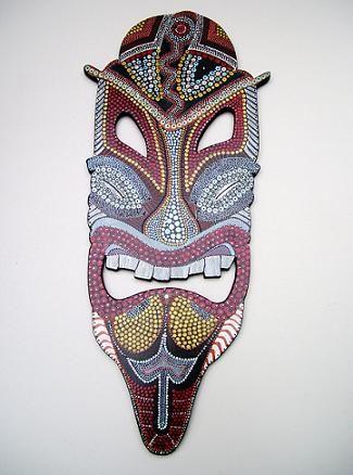 CLAF - Máscara Tribal Colgante (COD 578 - Varios) Colgante. Fabricada en madera MDF. Pintado a mano, técnica puntillismo.  Barnizado. Medida: 27x63 cm Precio: $ 6.500 www.claf.cl