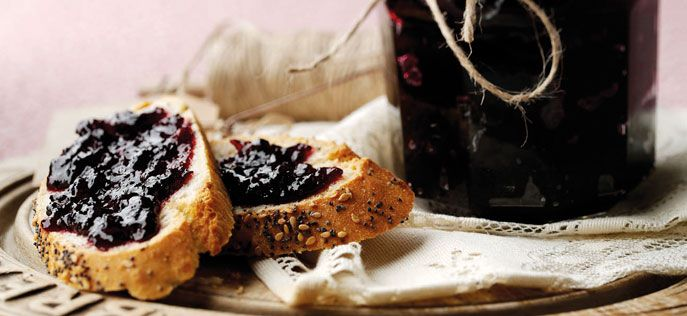 Apple-and-blackcurrant-jam (great recipe, v easy and didn't have the cassis, so just omitted it)