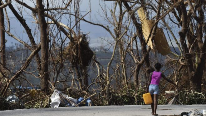 Hurricane Matthew: Haiti mourns amid cholera fears