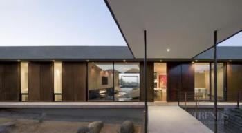 Minimalist desert house by Ibarra Rosano Design Architects