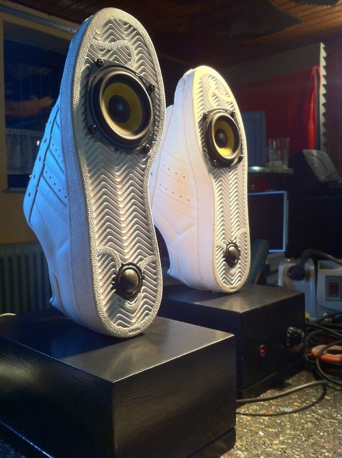 Sneakers Speakers (do it yourself!)