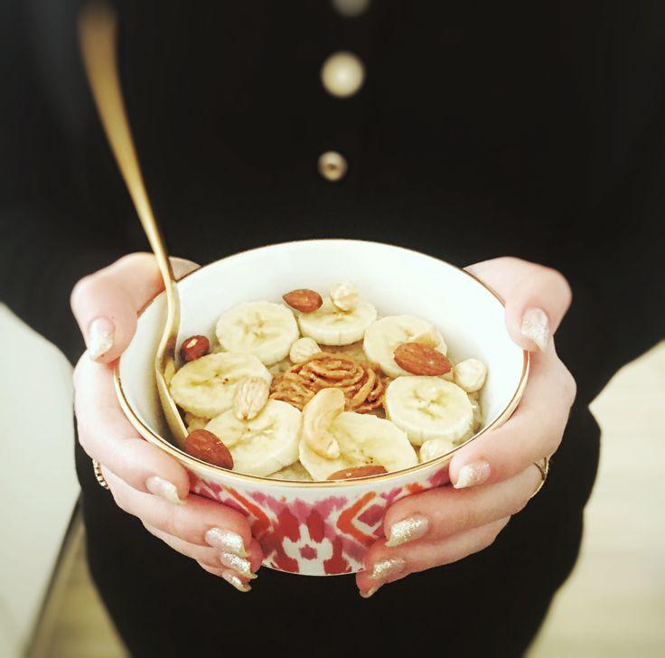 Wanneer je stevig en gezond ontbijt heb je niet alleen meer energie gedurende de dagmaar het helpt ook om je cravings naar suiker te verminderen. Ik weet niet hoe het bij jou zit maar wanneer ik eenmaal naar iets zoets verlangis er weinig dat me nog
