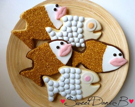 """""""Puckered Lip"""" Smiling Fish cookies by Sweet Dani B. See the how to here: http://sweetdanib.com/2013/08/puckered-lip-smiling-fish/"""