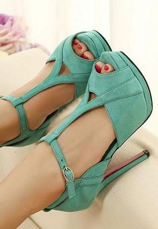 gorgeous mint heels!