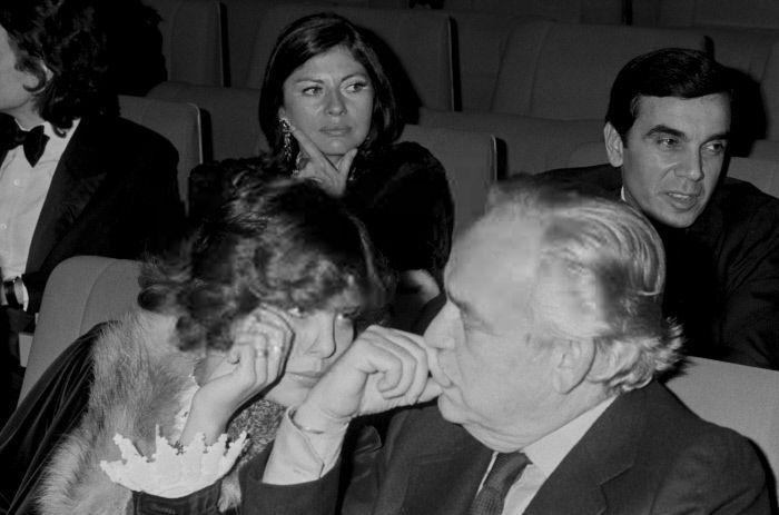 La princesse Caroline de Monaco et son père le prince Rainier III de Monaco à la première de Sylvie Vartan au Palais des Congrès à Paris en France, le 9 septembre 1975.
