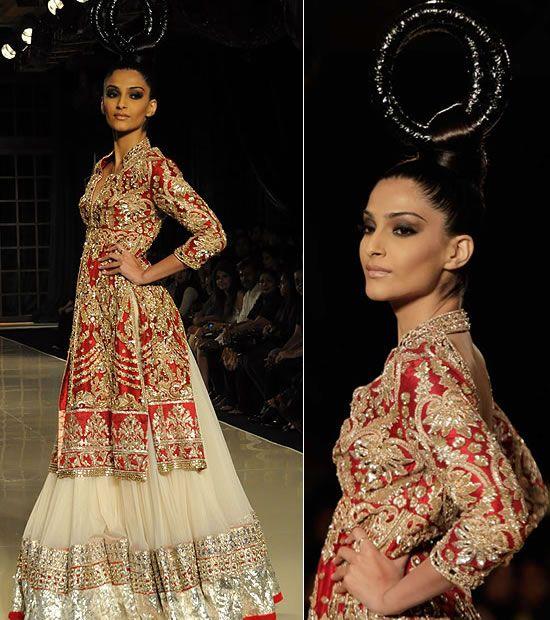 WeddingSutra Editor's Blog » Blog Archive » Sonam Kapoor walks for Manish Malhotra at Delhi Couture Week 2011