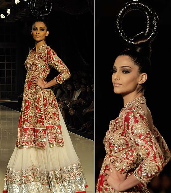 WeddingSutra Editors' Blog » Blog Archive » Sonam Kapoor walks for Manish Malhotra at Delhi Couture Week 2011