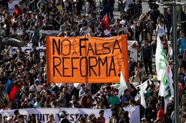 LEYES DE AUGUSTO PINOCHET SIGUEN VIGENTES EN CHILE      Leyes de Augusto Pinochet siguen vigentes en Chile La clase política de Chile no ha respondido a las demandas sociales que piden una reforma a la Constitución de 1981 y la derogación de varias leyes promulgadas durante la dictadura de Augusto Pinochet. El 10 de diciembre de 2006 falleció en la ciudad de Santiago de Chile el exdictador chileno Augusto Pinochet a los 91 años de edad el militar protagonizo uno de los episodios más oscuros…