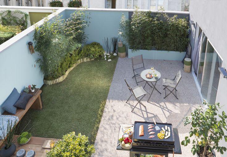 De la pelouse pour un petit coin de jardin, des dalles pour une ambiance terrasse, accompagnés de couleurs douces pour un lieu lumineux et agréable à vivre.